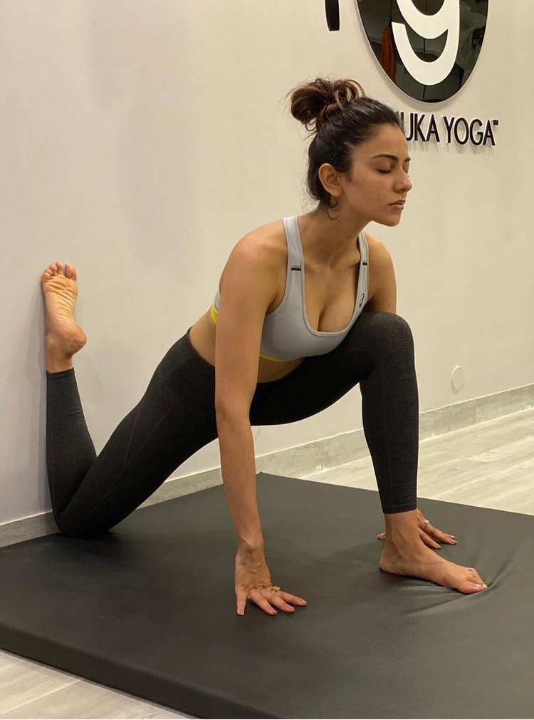 Star heroines and their striking yoga poses