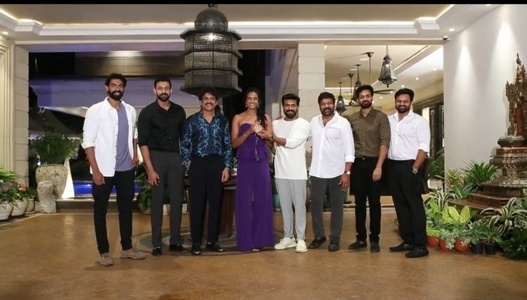 Stars at Chiranjeevi's special bash for PV Sindhu